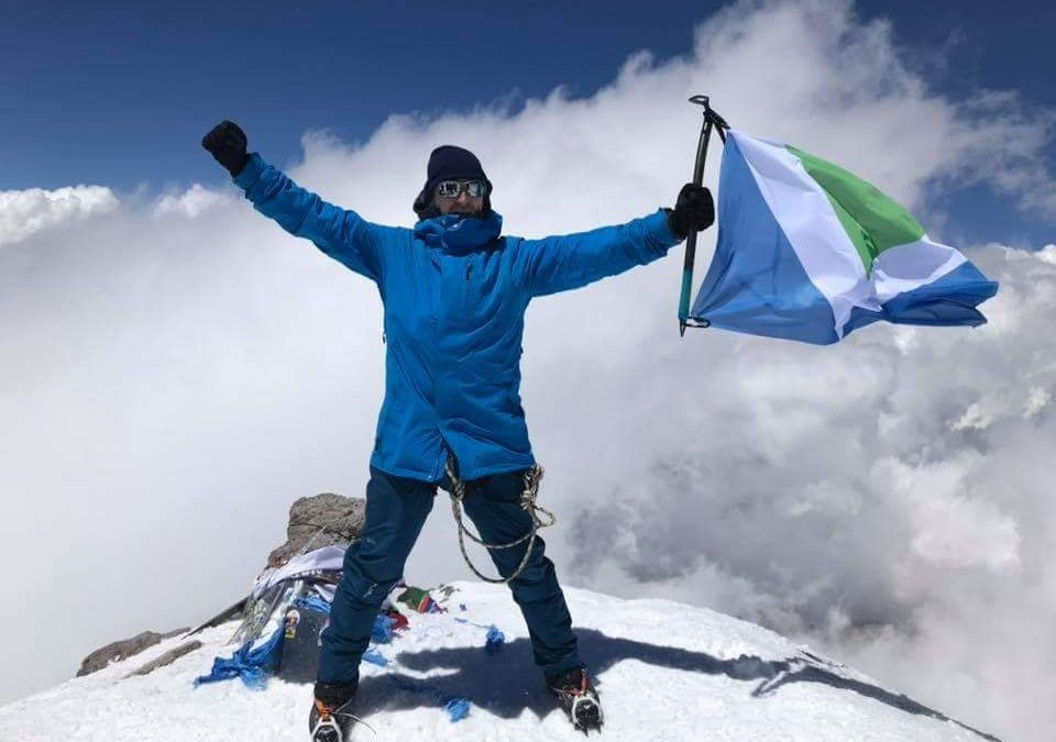 Flying the vegan flag on Elbrus mountain in Russia